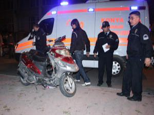 Motosikletli sürücü kaldırıma çarptı