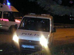 Polis aracına saldırdılar