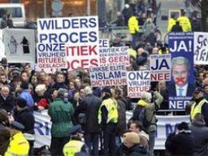 Hollandada Hepimiz Türküz sloganları