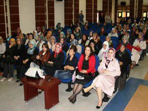 Ak Partili kadınlar ellerinin hamuruyla