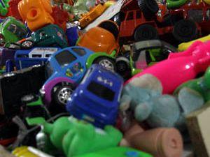 Defolu oyuncaklar kapış kapış