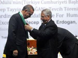 Başbakan Erdoğana insan hakları ödülü