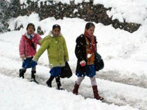 Kar Konyada okulu tatil ettirdi