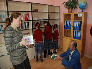 Karataydaki okullara 13 kütüphane daha