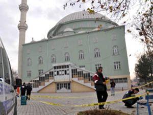 Cami bahçesinde intihar girişimi