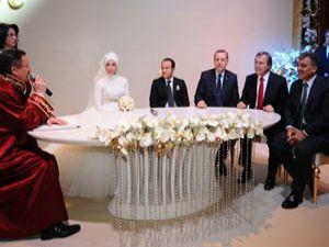 Devletin zirvesi nikah şahidi oldu