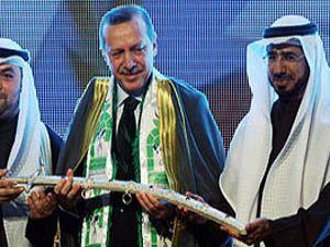 Üstün Müslüman ödülünü aldı