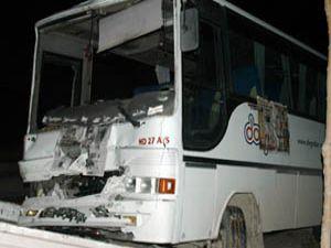 Konyada 2 işçi servisi çarpıştı: 13 yaralı