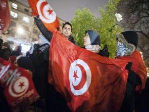 Tunus halkı cezaevleri boşalttı