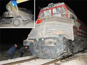 Tren çekiciye çarptı: 10 yaralı