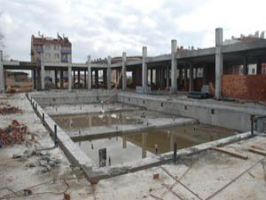 Yüzme havuzu inşaatı devam ediyor