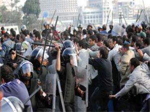 Mısırda yüzlerce gösterici tutuklandı