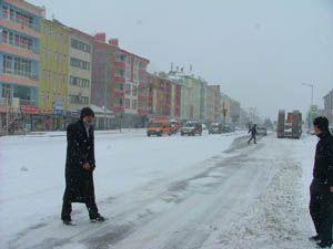 Konyada kar yağışı etkisini arttırdı