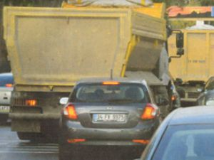 Harfiyat kamyonu Başbakana yakalandı