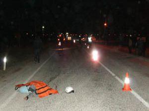 Motosikletten devrildi, otomobil çarptı
