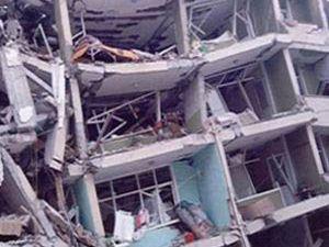 Depremin mucizeleri enkazın başında