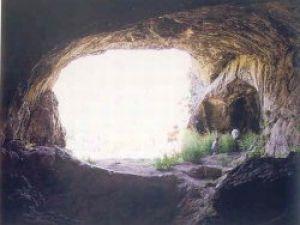 Eşinin terkettiği adam mağarada yaşamaya başladı