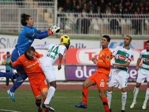Konyaspor direkleri ve hakemi geçemedi; 0-0
