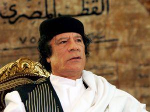 Kaddafi kaçmak yerine intihar eder