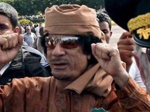 Kaddafi gitmiyor