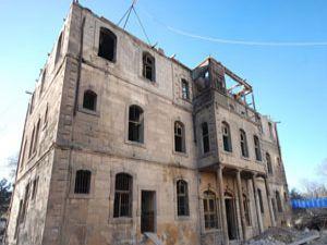 Tarihi otelde restore çalışmaları başladı