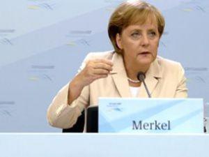 Merkel: Kaddafinin konuşması ürkütücüydü