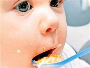 Katı gıdalar bebeklerde obezite riskini arttırıyor