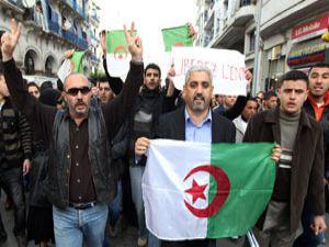Cezayirde olağanüstü hal kaldırıldı!