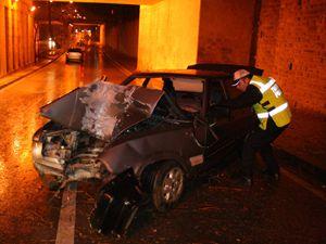 Otomobil ağaca çarptı iki kardeş yaralandı