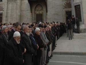 Konyada Erbakan için gıyabi cenaze namazı