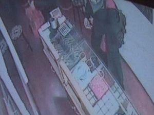Sevgililerin bilezik hırsızlığı kameraya takıldı