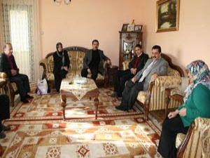 AK Partiden iki anlamlı ziyaret..