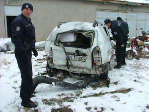 Tır otomobile kayarak çarptı