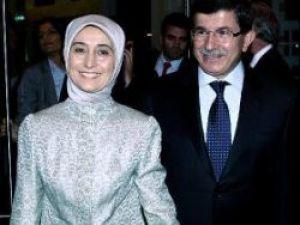 Davutoğlunun eşine Yunan gazetesinden tam sayfa