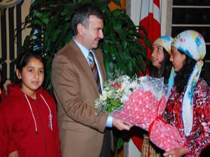 Yeni mahalleli öğrenciler Başkan Akyüreki ziyaret etti