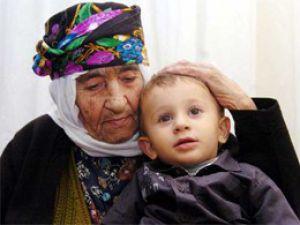 107 yaşında torununun torununu gördü