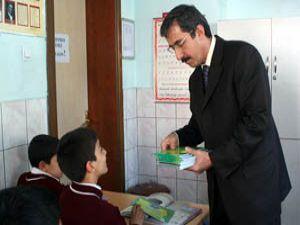Tasarruf paketi öğrencilere dağıtılıyor