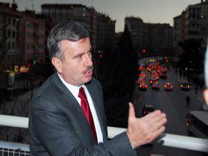 Başkan Akyürek belediye önü yaya üstgeçidini inceledi