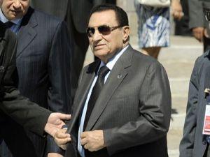 Mübarek Mısırı terk etti Almanyaya gitti