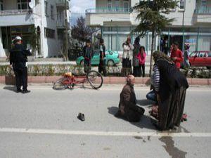 Beyşehirde otomobil bisikletliye çarptı
