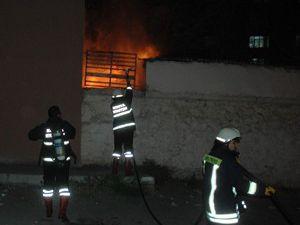 Okulun deposunda yangın çıktı