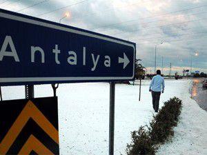 Antalyada 30 santimetre dolu yağdı