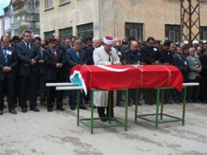 Polis memurunun cenazesi toprağa verildi