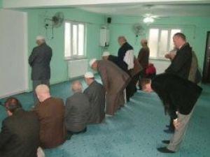 İmam ve cemaat birbirine küserse..
