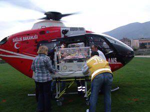 Yeni doğan bebeği helikopterle hastaneye sevk ettiler