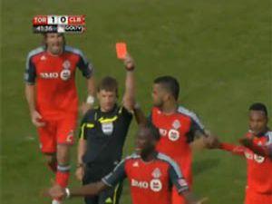 Gol attı, kırmızı kart gördü