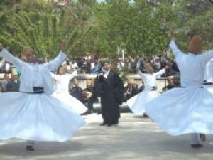 Hz. Mevlana, Karamandan Konyaya uğurlandı