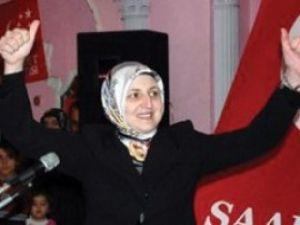 Elif Erbakan sahaya iniyor