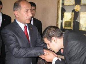 MHPli Barutçu partiden ihraç edildi