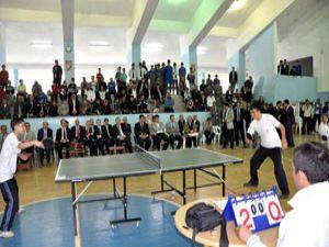 Meramda 125 okul tenise açıldı